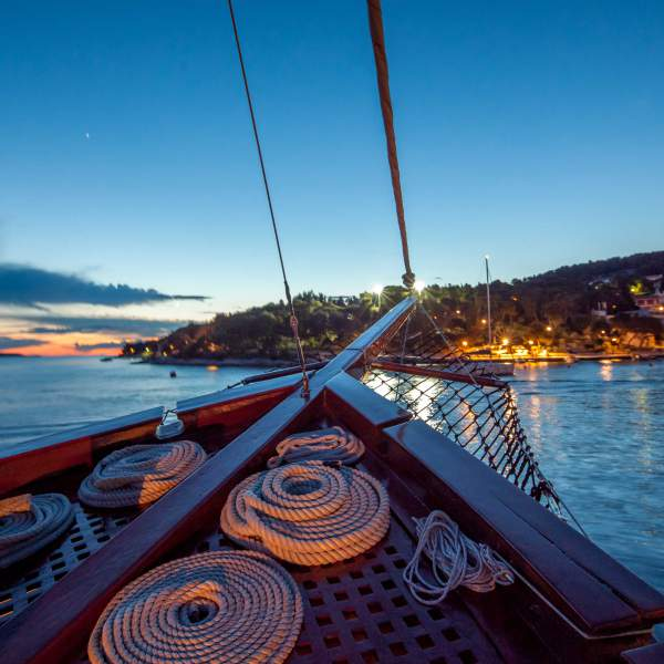 Discover secret coves on board the Romanca
